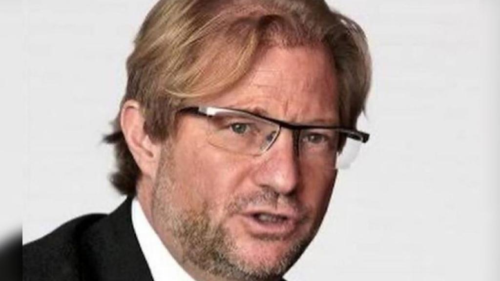 Interpol emite ficha roja para detener a Andrés Roemer