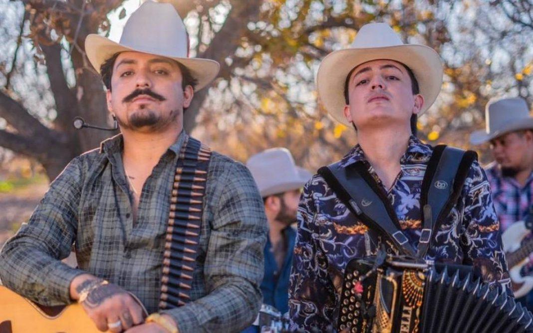 """Los Dos Carnales estrenan video oficial de """"Otra botella"""""""