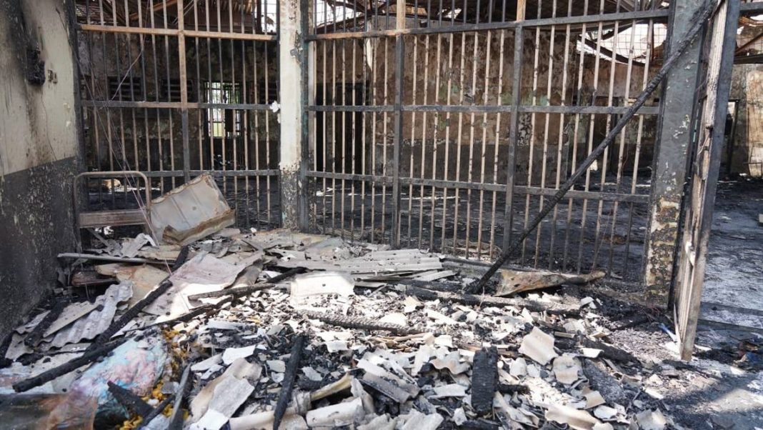 Al menos 41 reclusos mueren en prisión de Indonesia tras incendio