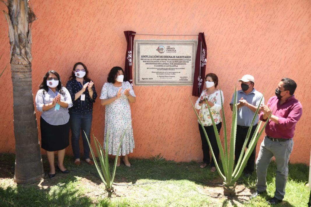 Karina Pérez Popoca entrega ampliación de drenaje en San Antonio Cacalotepec